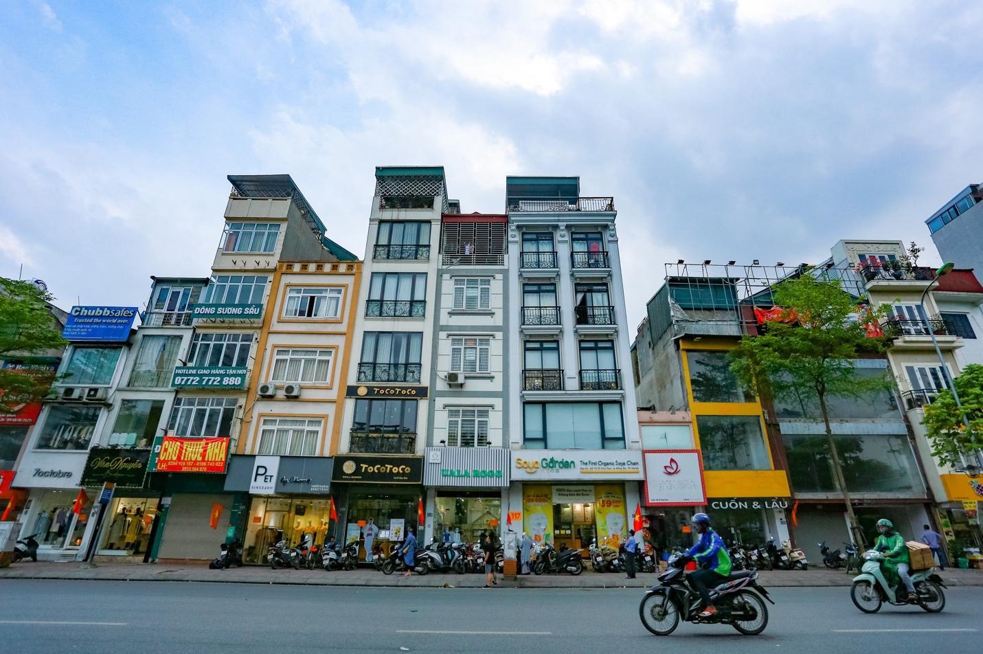 """Cận cảnh 5 tuyến đường được mệnh danh """"đắt nhất hành tinh"""" ở Hà Nội - 8"""