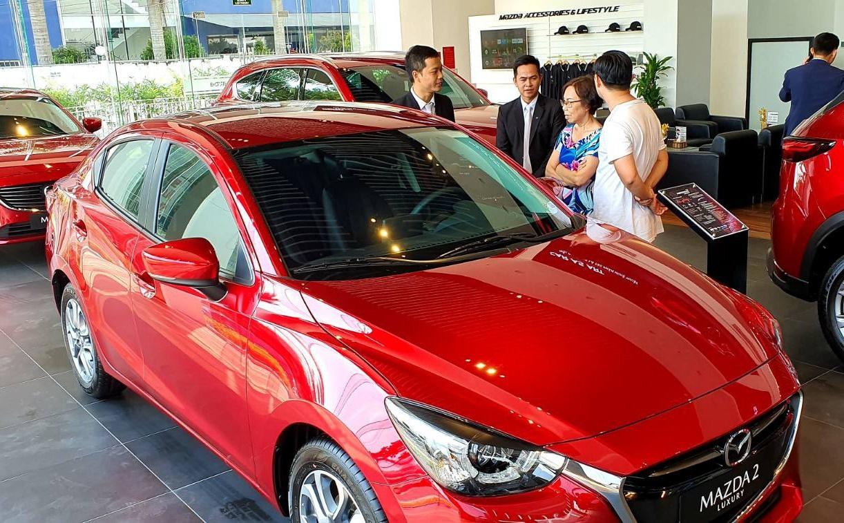 Việc lệ phí trước bạ giảm nhưng giá ô tô không còn được khuyến mại nhiều có thể làm mất niềm tin của khách hàng