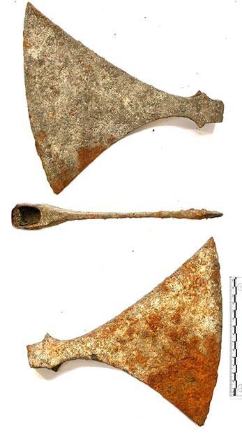 Giật mình phát hiện thấy ngôi mộ cổ 1000 năm tuổi nằm dưới sàn nhà - 3