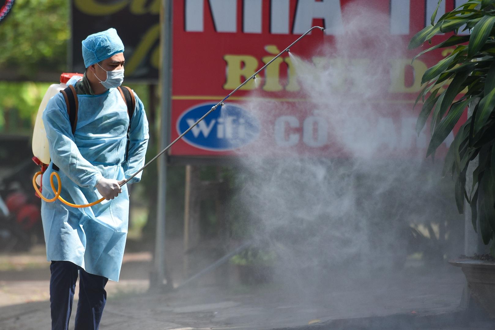 Cảnh bất thường ở khu cách ly đón thương lái Trung Quốc sang thu mua vải - 9