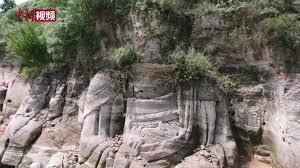 Tượng Phật hơn 1300 năm tuổi bất ngờ nổi lên trên mặt hồ - 1