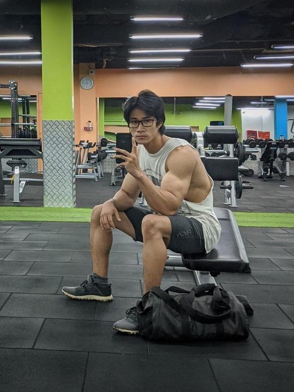 Tăng gần 20kg một năm, 9X gầy gò hóa chàng trai 6 múi đầy ngoạn mục - 5