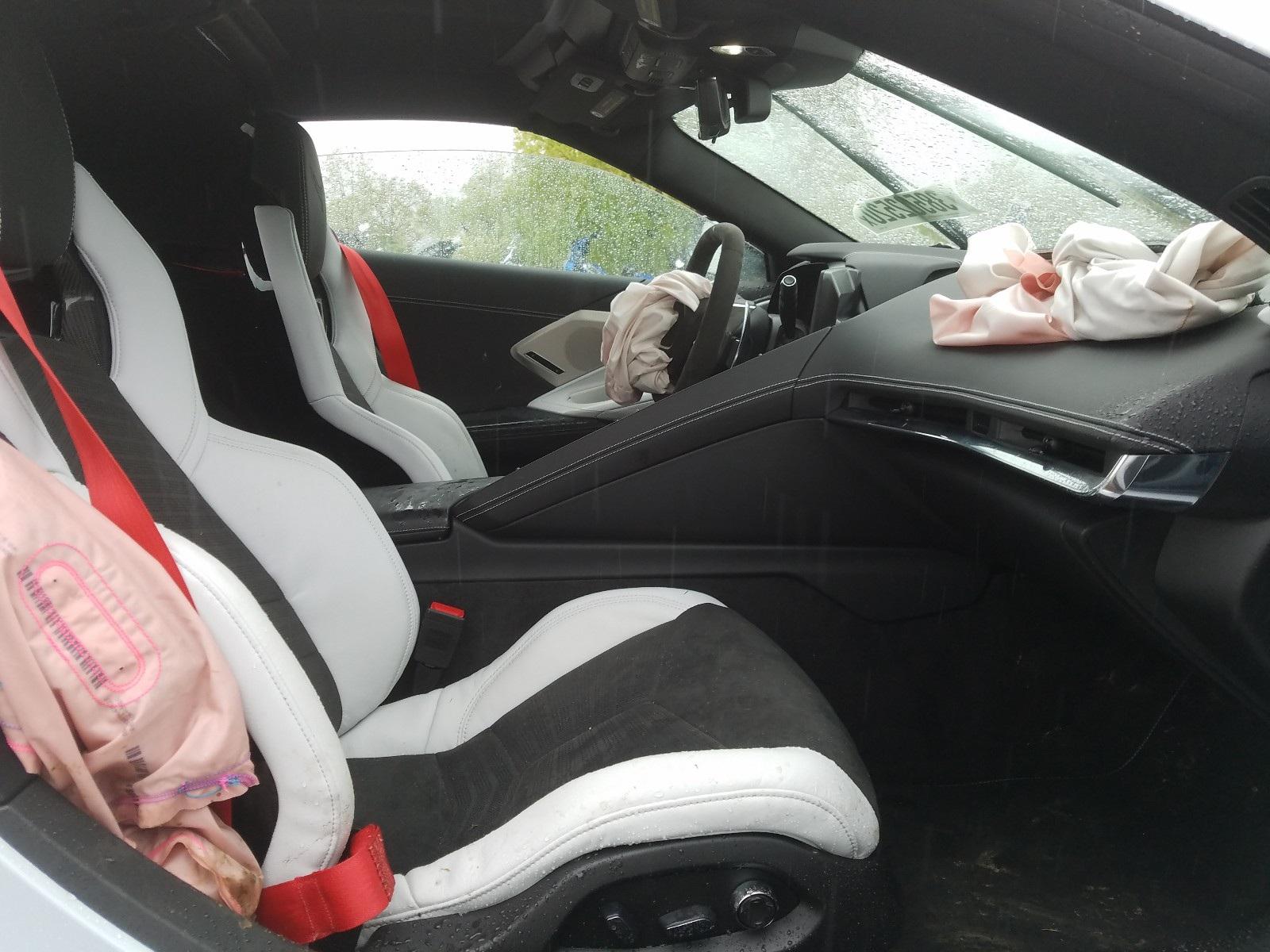 Kì lạ chiếc Corvette rách bươm sau tai nạn được rao bán đắt hơn xe mới - 6