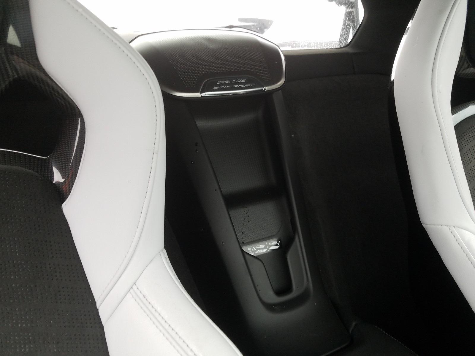 Kì lạ chiếc Corvette rách bươm sau tai nạn được rao bán đắt hơn xe mới - 7