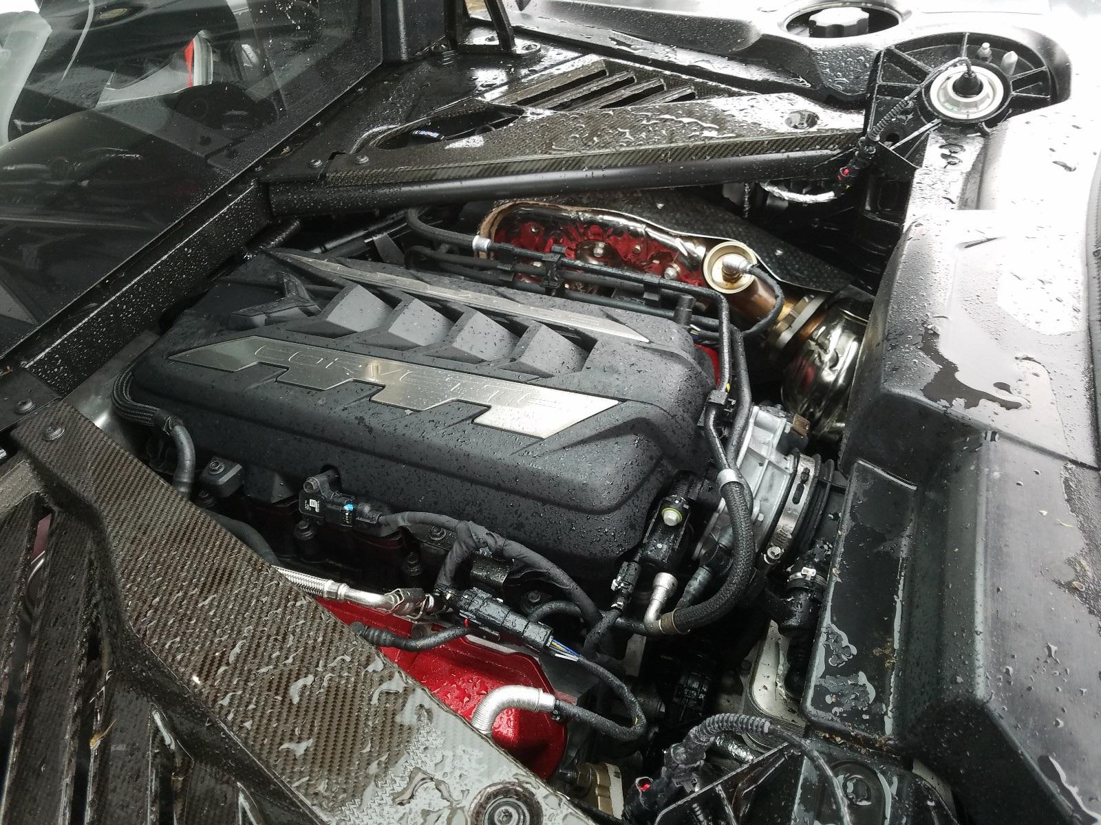 Kì lạ chiếc Corvette rách bươm sau tai nạn được rao bán đắt hơn xe mới - 8