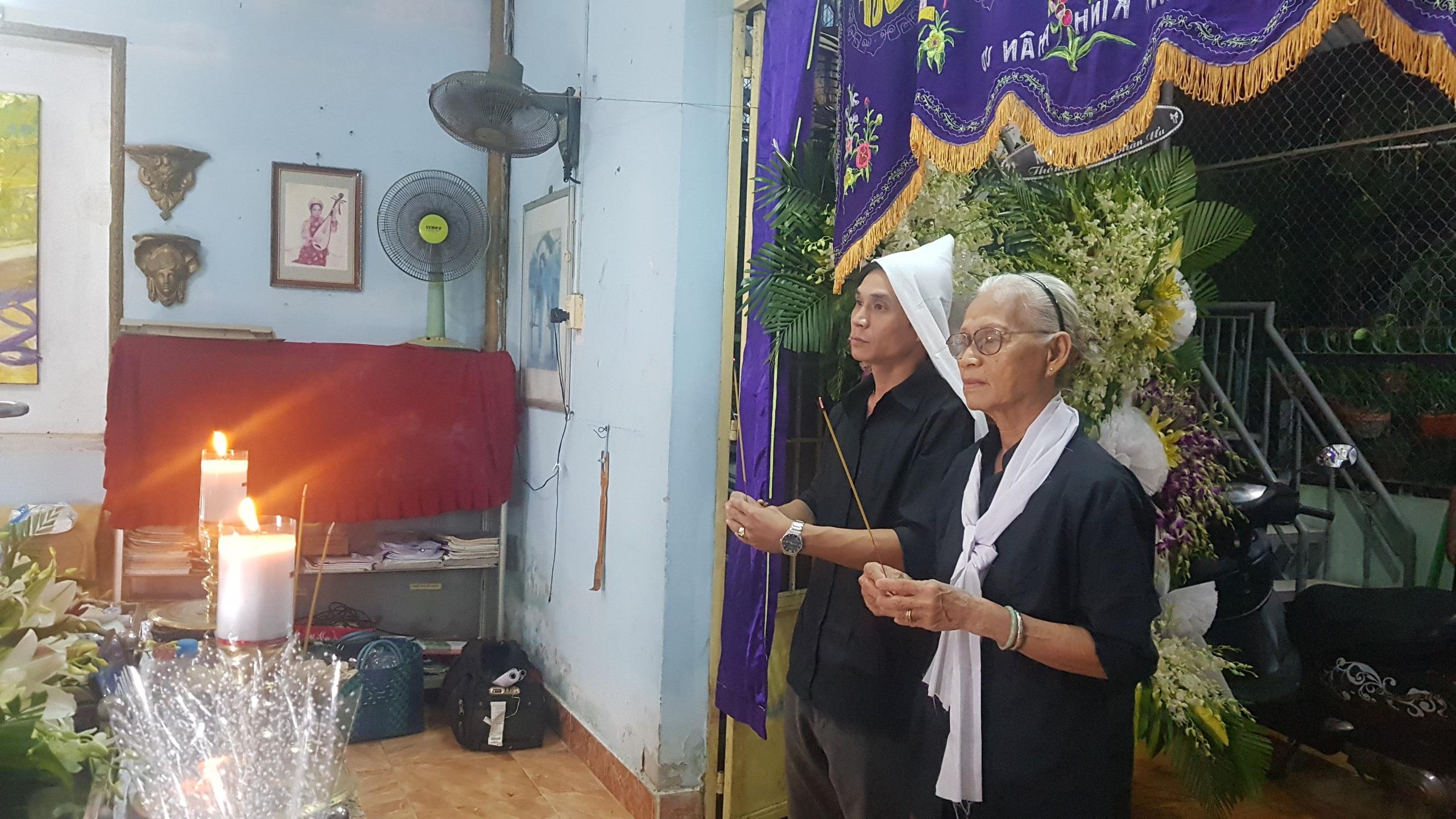 Gia đình, đồng nghiệp tiễn đưa nhạc sĩ Trần Quang Lộc trong cơn mưa tầm tã - 6