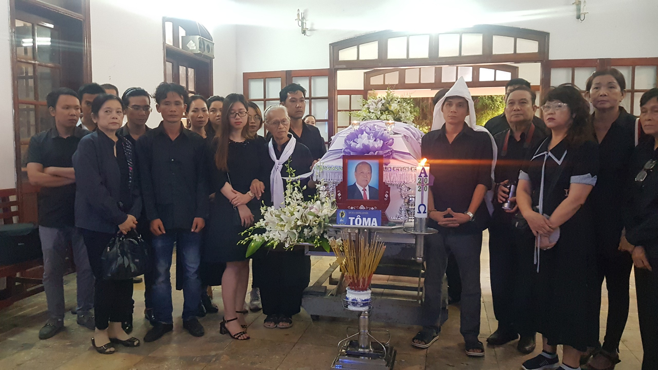 Gia đình, đồng nghiệp tiễn đưa nhạc sĩ Trần Quang Lộc trong cơn mưa tầm tã - 11