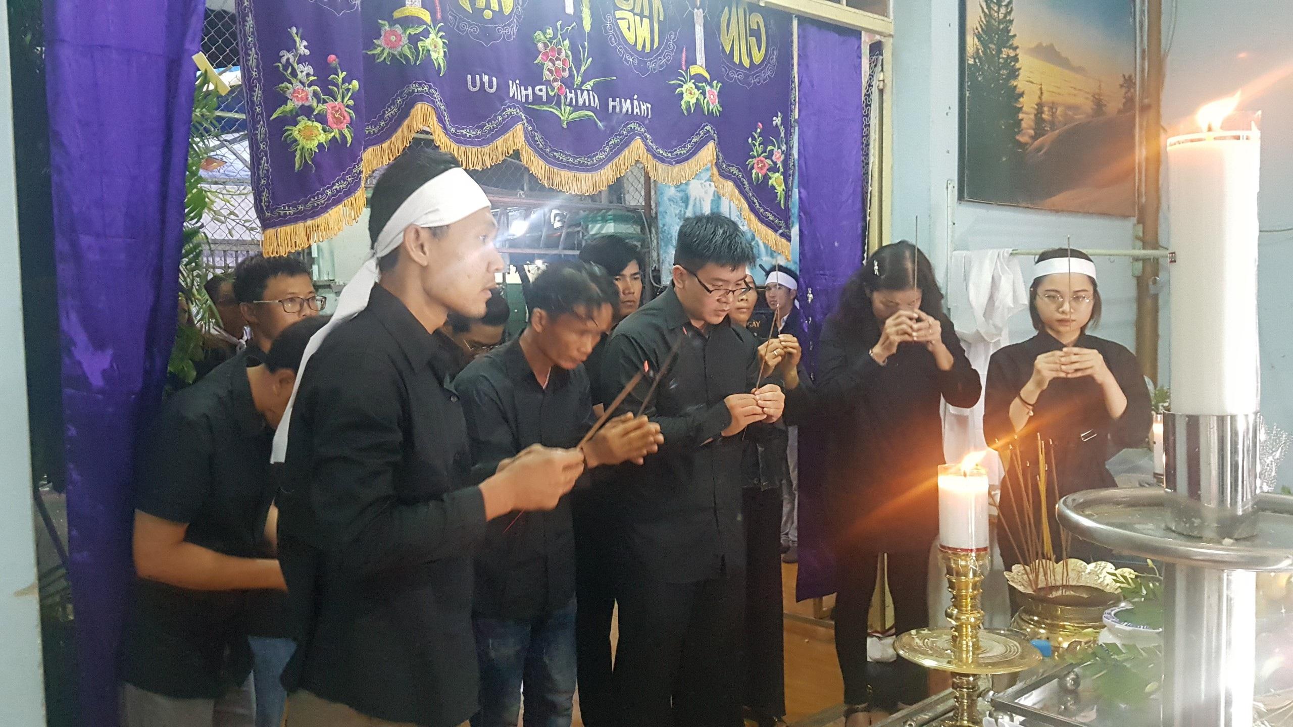 Gia đình, đồng nghiệp tiễn đưa nhạc sĩ Trần Quang Lộc trong cơn mưa tầm tã - 2