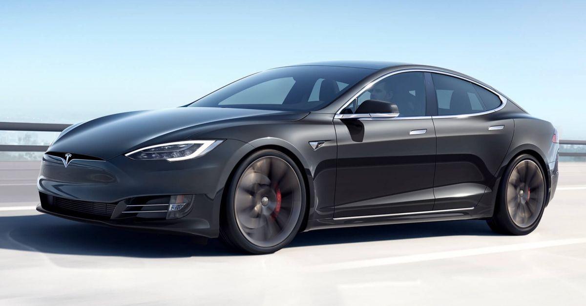 Tesla Model S cán mốc 647km sau mỗi lần sạc điện - 1