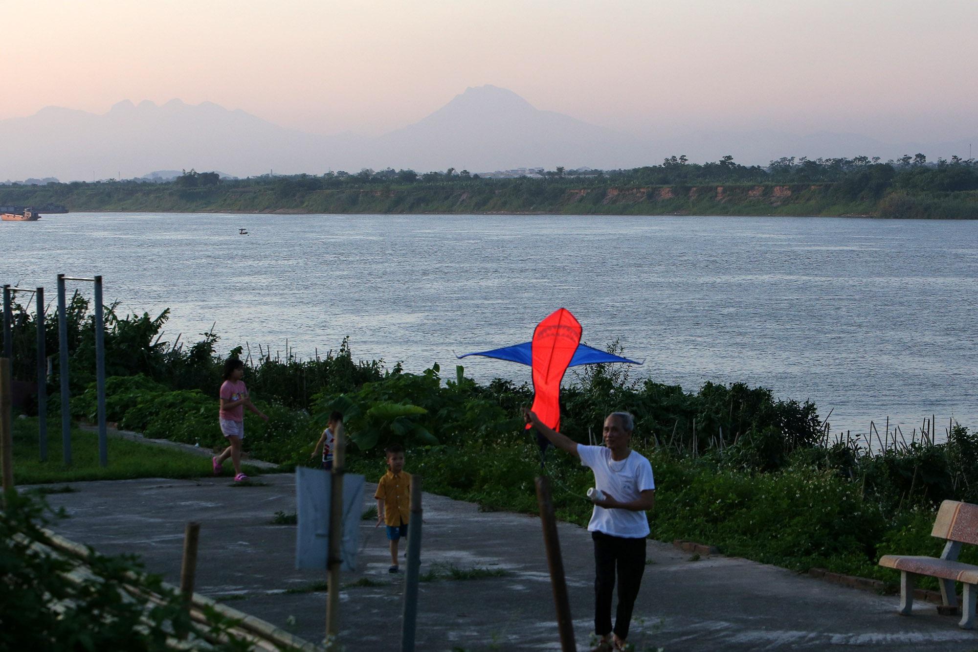 Phong cảnh bình yên nhìn từ những triền đê ở Hà Nội - 11