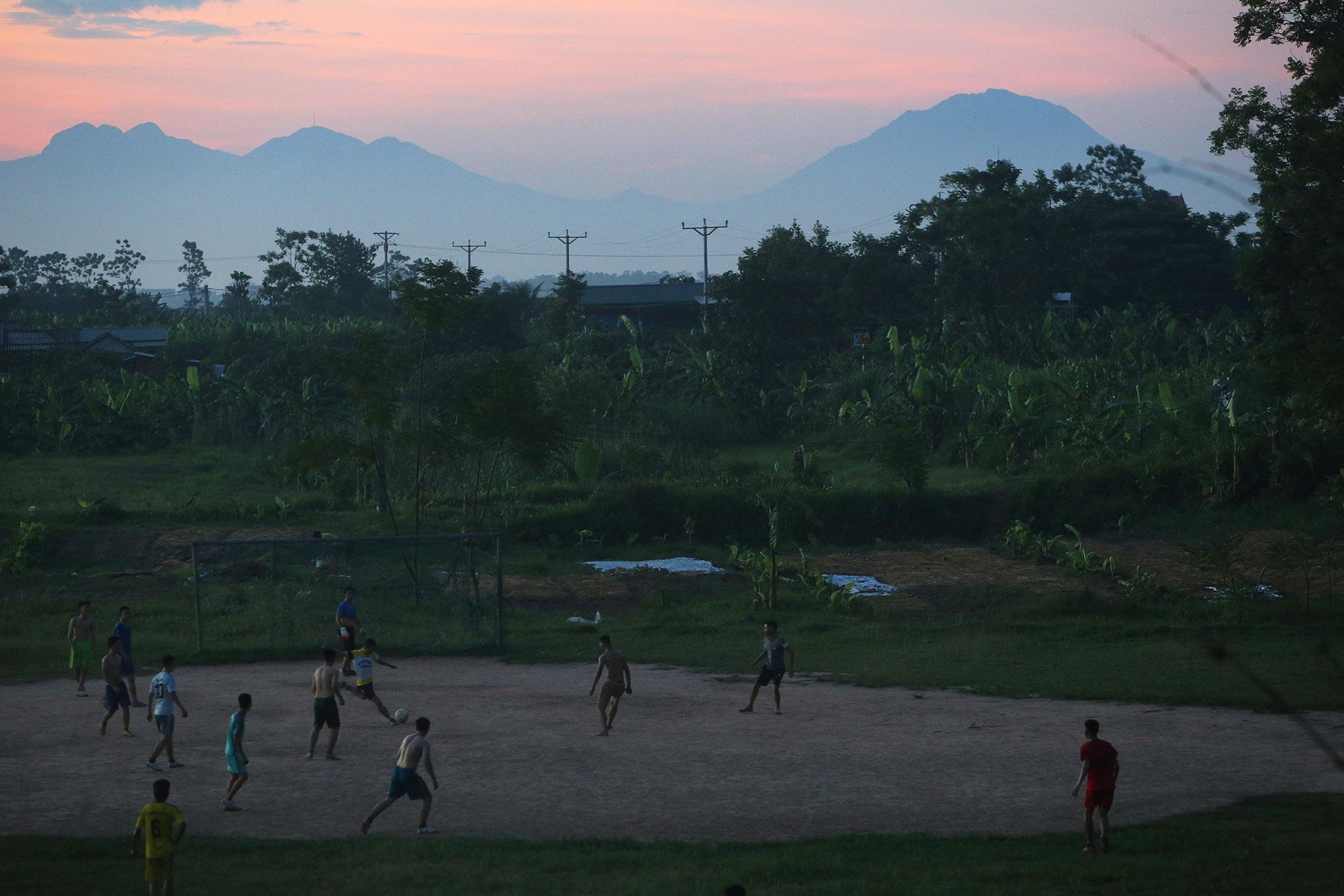 Phong cảnh bình yên nhìn từ những triền đê ở Hà Nội - 15