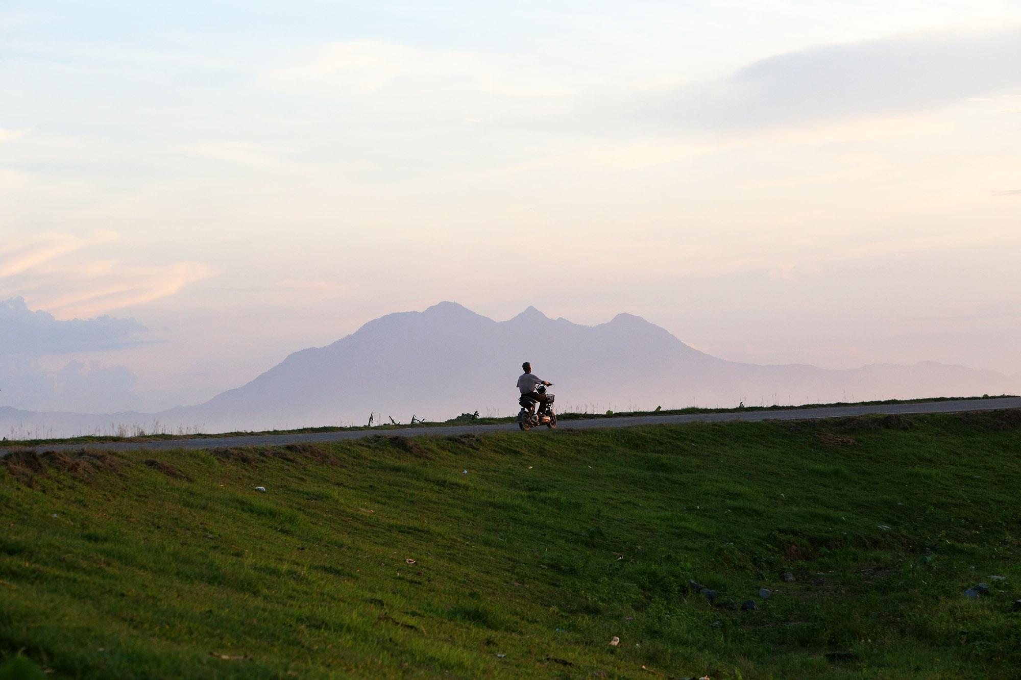 Phong cảnh bình yên nhìn từ những triền đê ở Hà Nội - 8