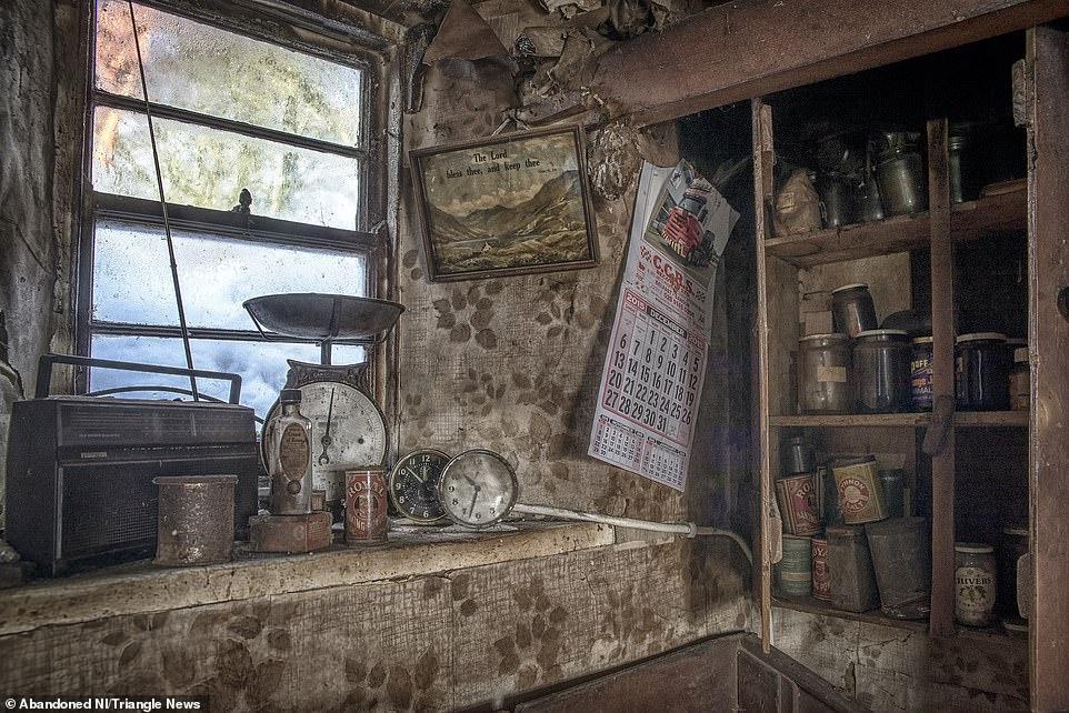 Ngỡ ngàng ngôi nhà bỏ hoang, bên trong toàn đồ cổ phủ bụi - 7