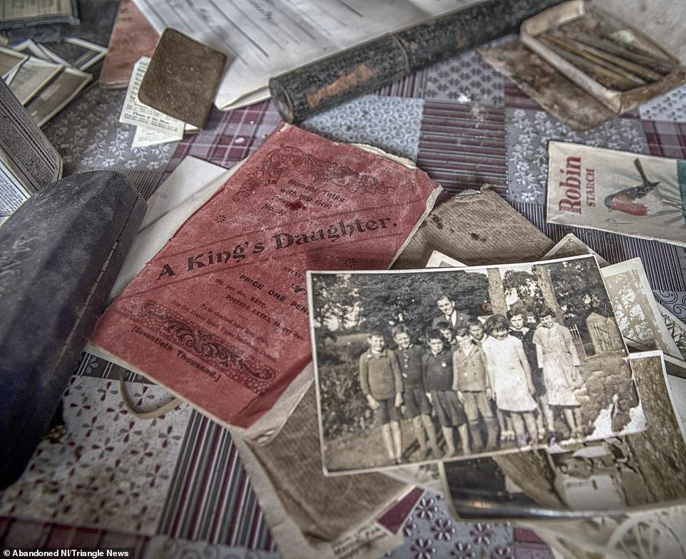 Ngỡ ngàng ngôi nhà bỏ hoang, bên trong toàn đồ cổ phủ bụi - 12