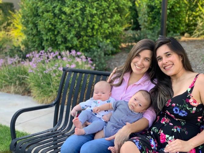 Cặp đồng tính nữ cùng mang thai, sinh con cách nhau 3 ngày - 4