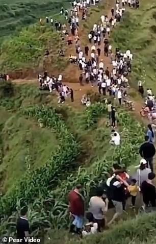 Đổ xô lên núi vì tiếng rồng khóc, ngàn người té ngửa khi thấy một con chim - 1