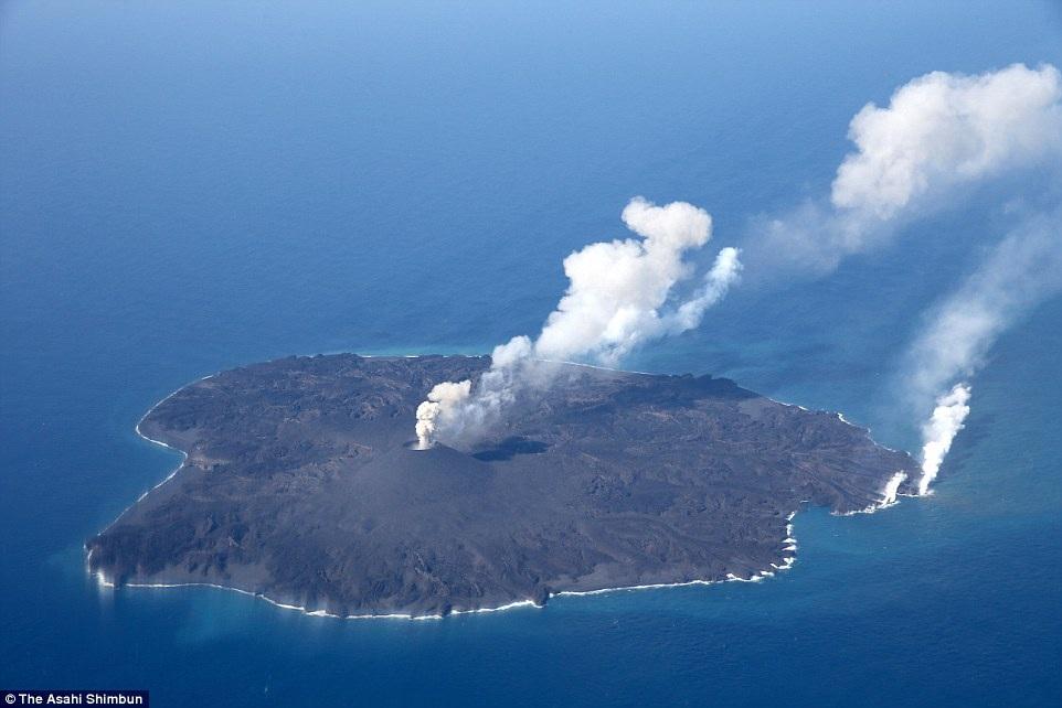 Hòn đảo phình to gấp 12 lần so với thời điểm mới ra đời - 1