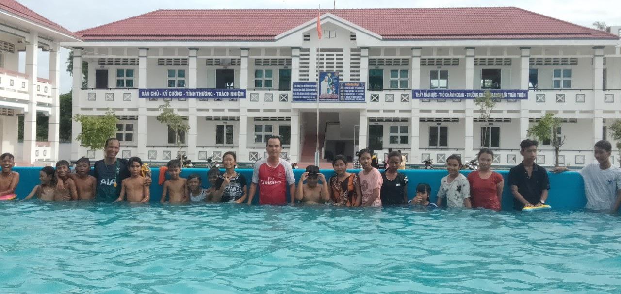 Thầy giáo 8X vay tiền xây dựng bể dạy bơi cho học sinh Sóc Trăng - 4