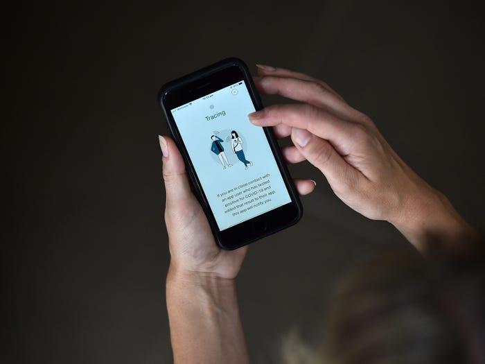 iPhone có tính năng giống Bluezone trong bản cập nhật mới - 1