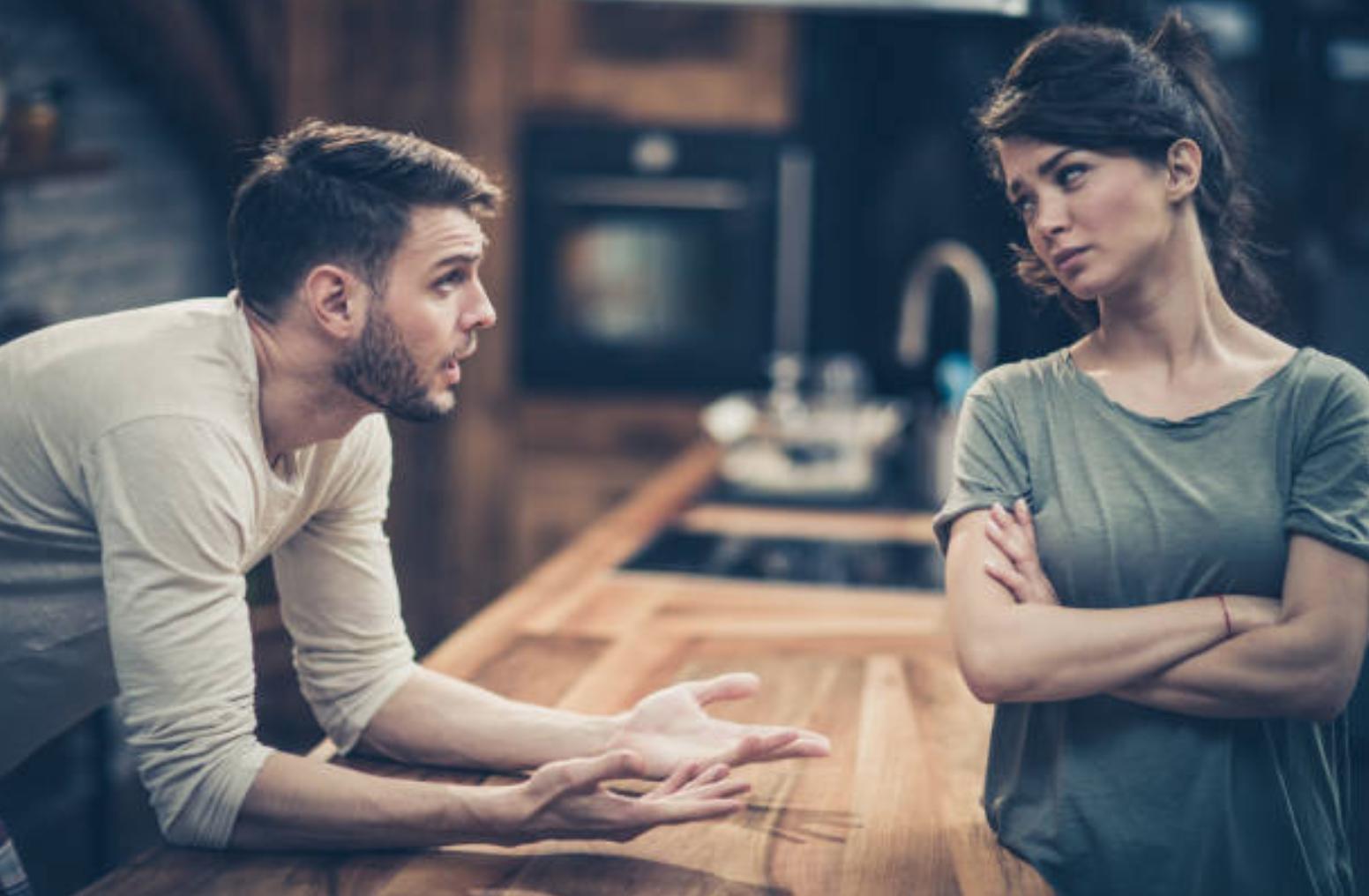 Vợ về ngoại chơi mà không xin phép bố mẹ chồng - 1