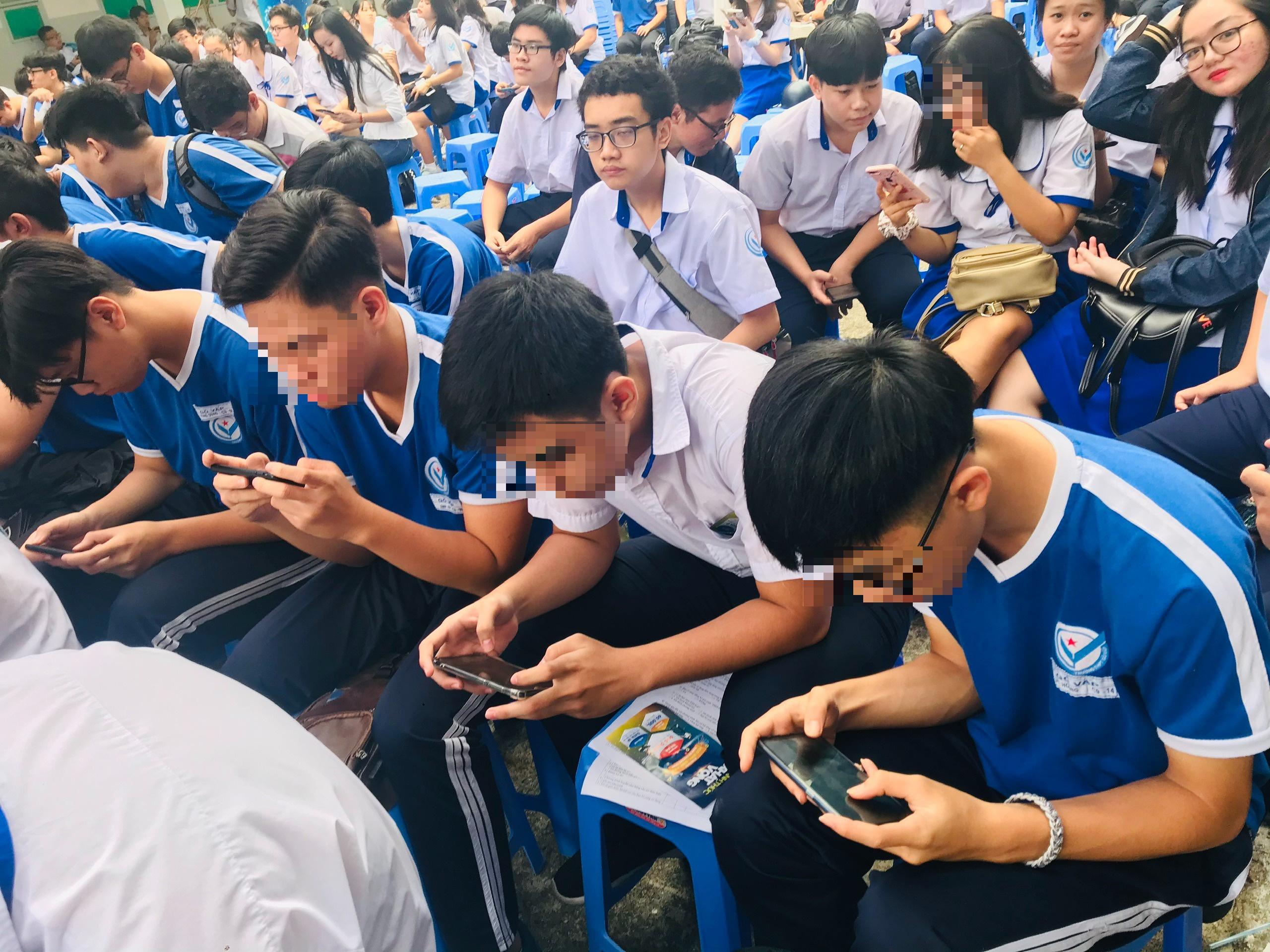 Smartphone làm tê liệt học trò - 1