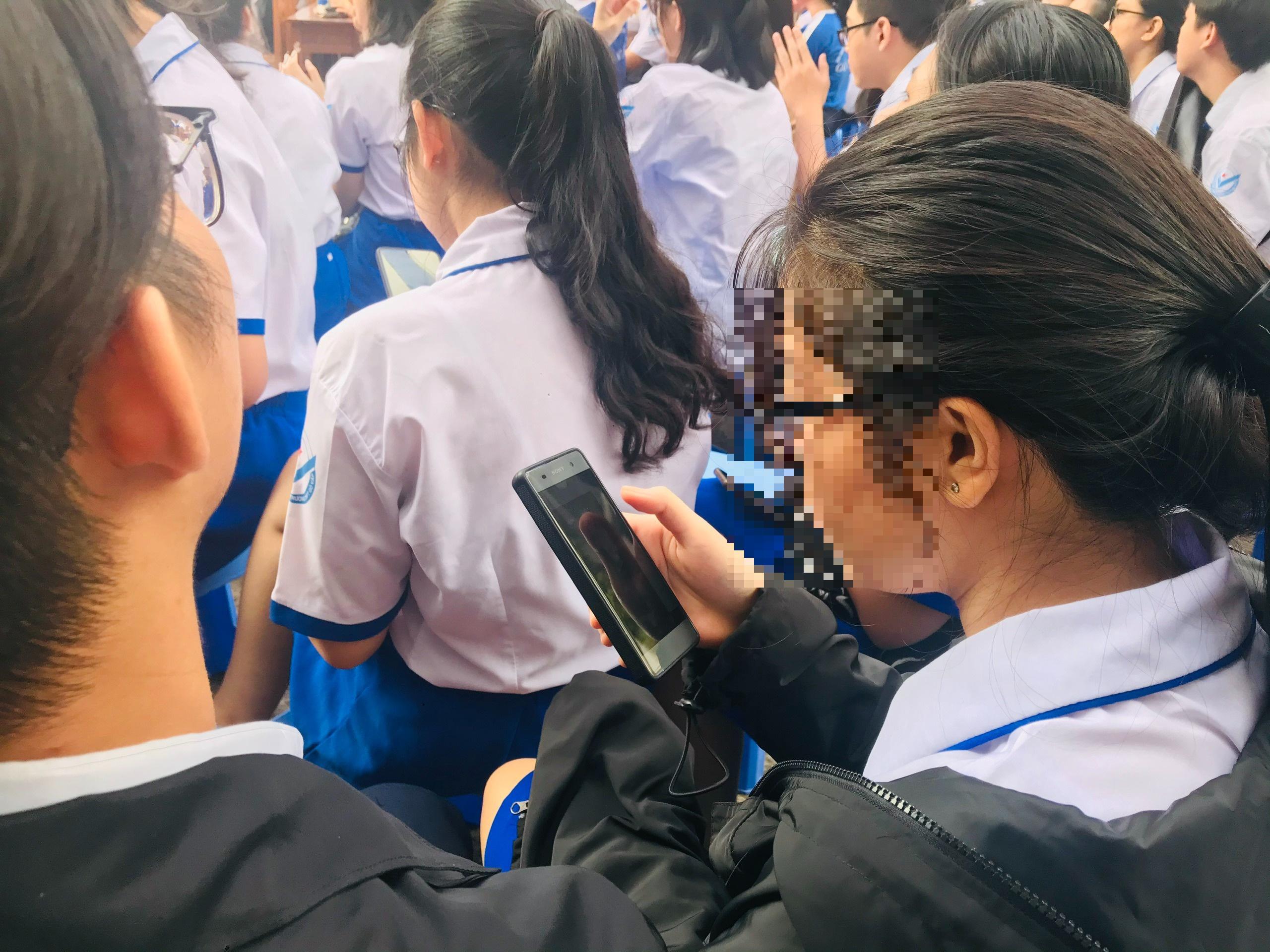 Smartphone làm tê liệt học trò - 5