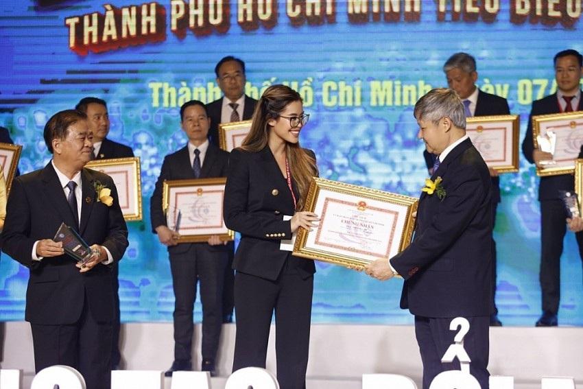 Rich kid Tiên Nguyễn nhận danh hiệu doanh nhân TP.HCM tiêu biểu ở tuổi 24 - 3