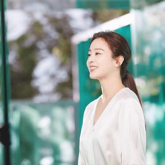 Hình ảnh hiếm hoi của gia đình Kim Tae Hee và Bi Rain - 5
