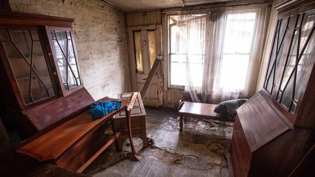 Căn nhà cũ nát ẩn sau bụi cây bất ngờ được bán giá khủng 56 tỷ đồng - 5