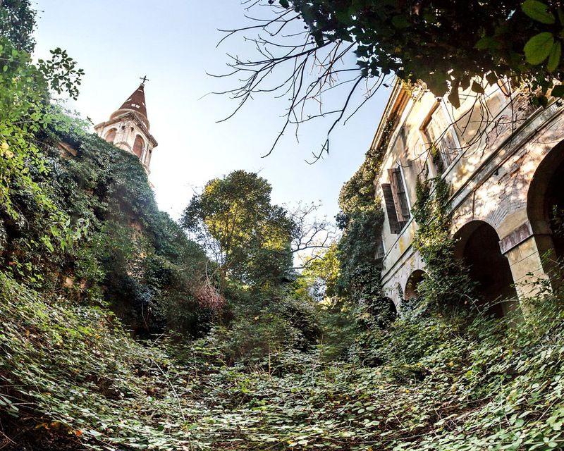 """Ớn lạnh khám phá đảo """"ma ám"""" bị bỏ hoang hàng thập kỷ ở Italia - 5"""