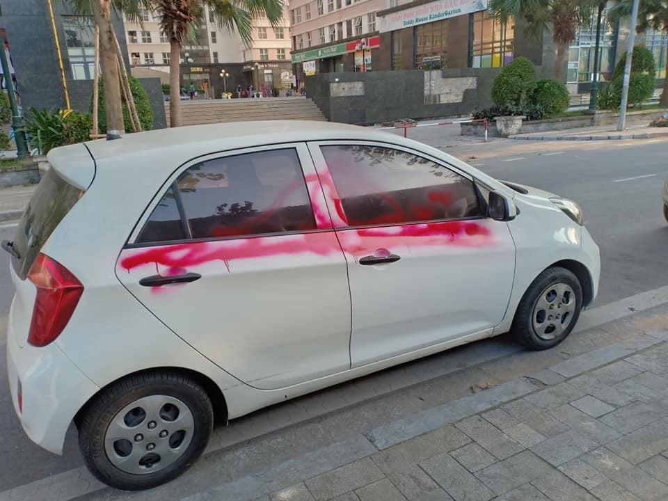 Đỗ chắn cửa, Mazda3 bị dán băng kín xe: Ý thức kém hay chủ nhà hẹp hòi? - 3