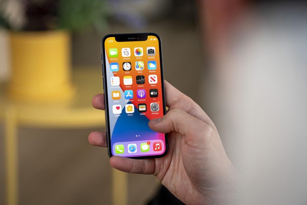 Thực hư iPhone 12 mini chỉ trụ được hơn 2 tiếng khi chơi game 3D - 1