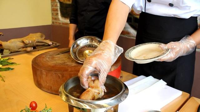 Loạt món ăn nhạy cảm khiến thực khách đỏ mặt thưởng thức - 7