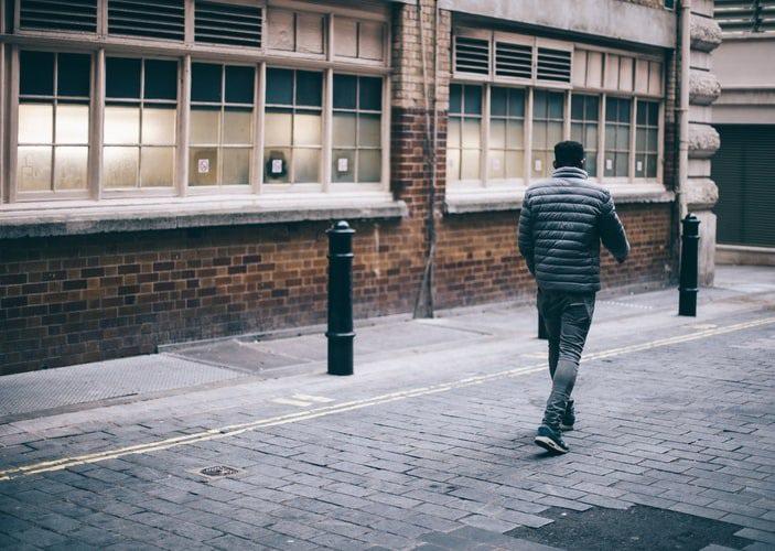 Cãi nhau với vợ, người đàn ông đi bộ 420 km không nghỉ - 1
