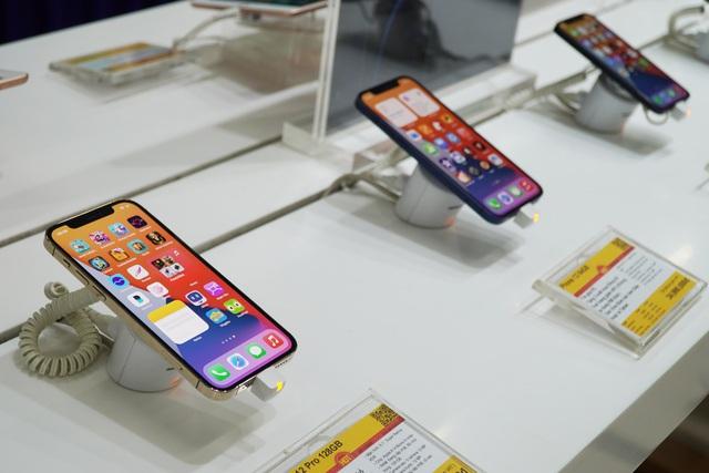 Sản xuất ngày đêm, Apple vẫn không đủ iPhone đáp ứng fan cuồng - 2