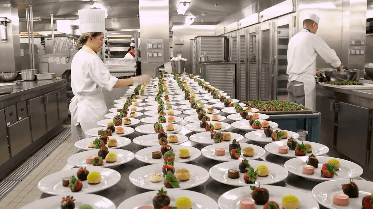 Xem cách một siêu du thuyền phục vụ 30.000 suất ăn mỗi ngày thế nào? - 2