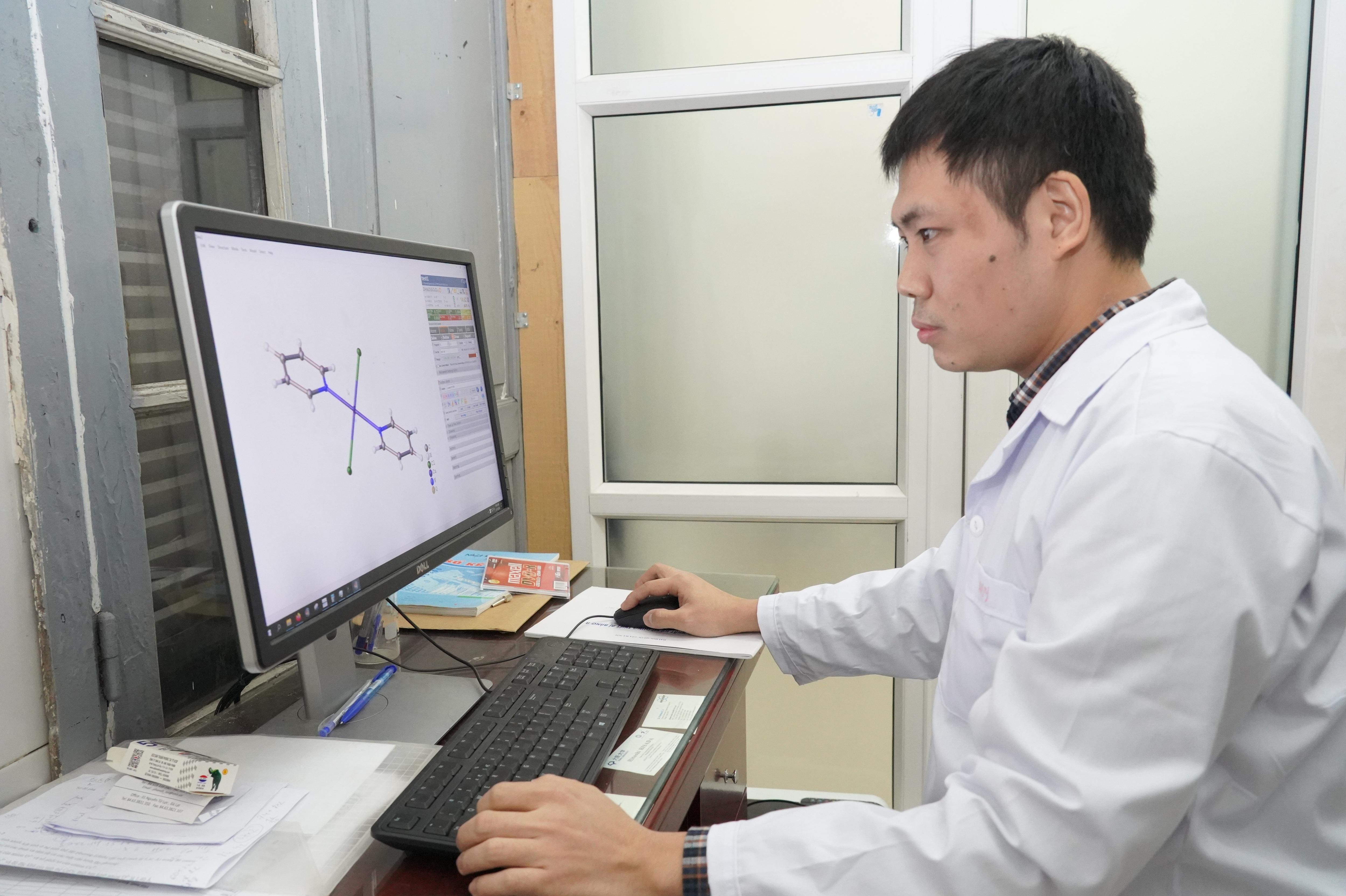 Phó Giáo sư trẻ nhất Việt Nam 33 tuổi: Có đam mê, mọi thứ đều có thể - 2