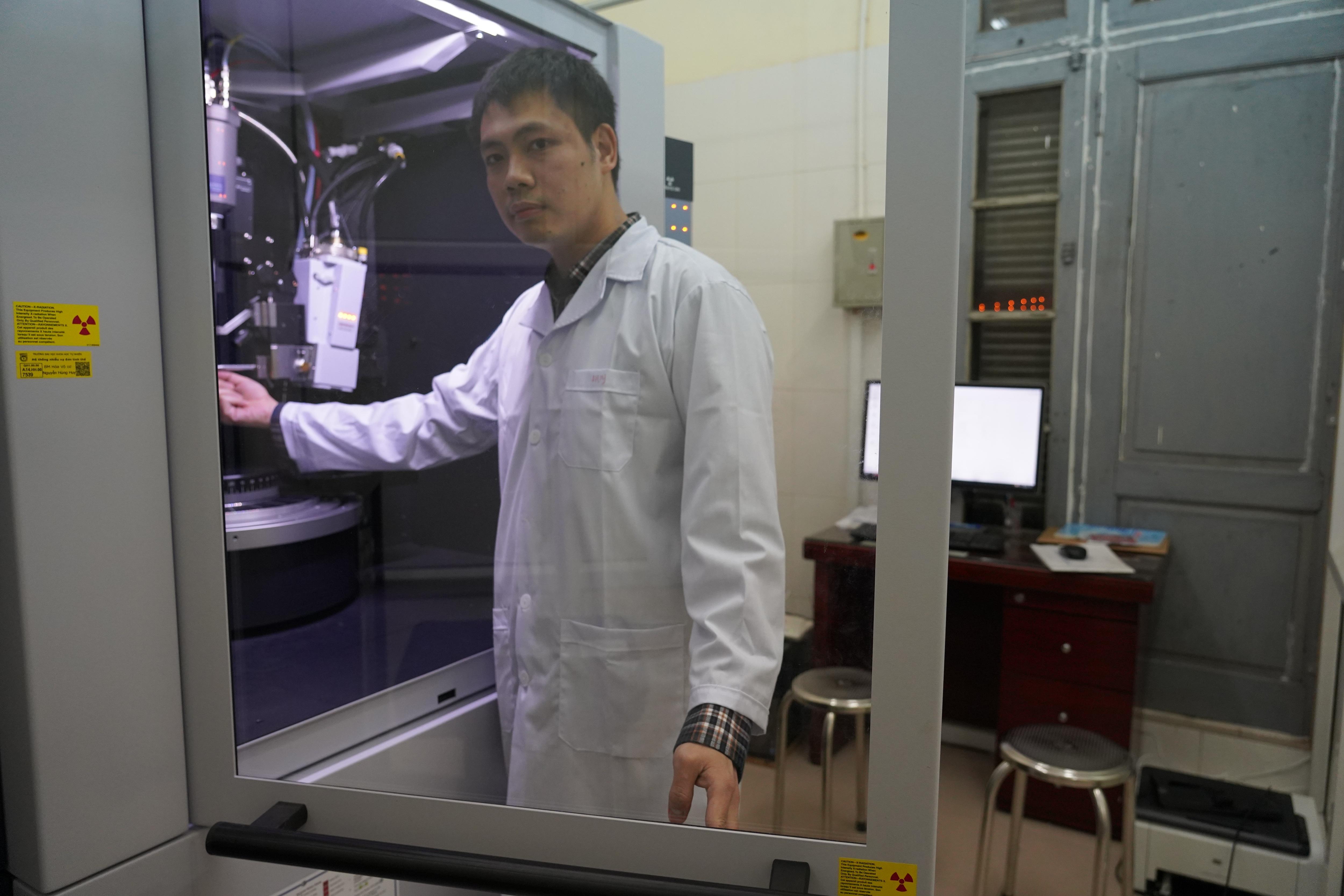Phó Giáo sư trẻ nhất Việt Nam 33 tuổi: Có đam mê, mọi thứ đều có thể - 3