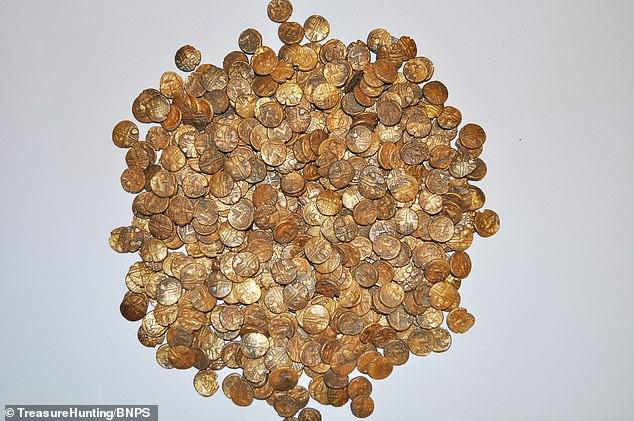 Đi ngắm chim bất ngờ tìm thấy hũ tiền vàng trị giá hơn 25 tỷ đồng - 2