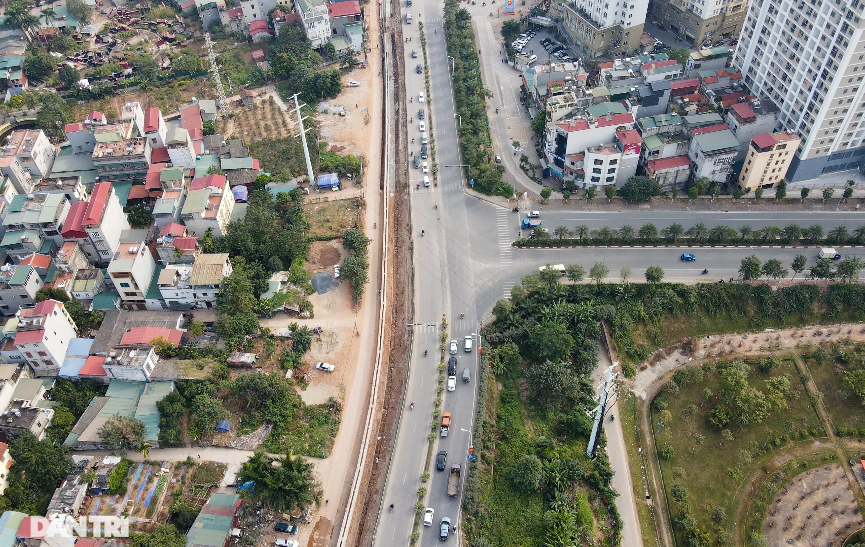 Thay bờ đê đất bằng tường chắn, đường Âu Cơ được mở rộng từ 2 lên 4 làn xe - 7