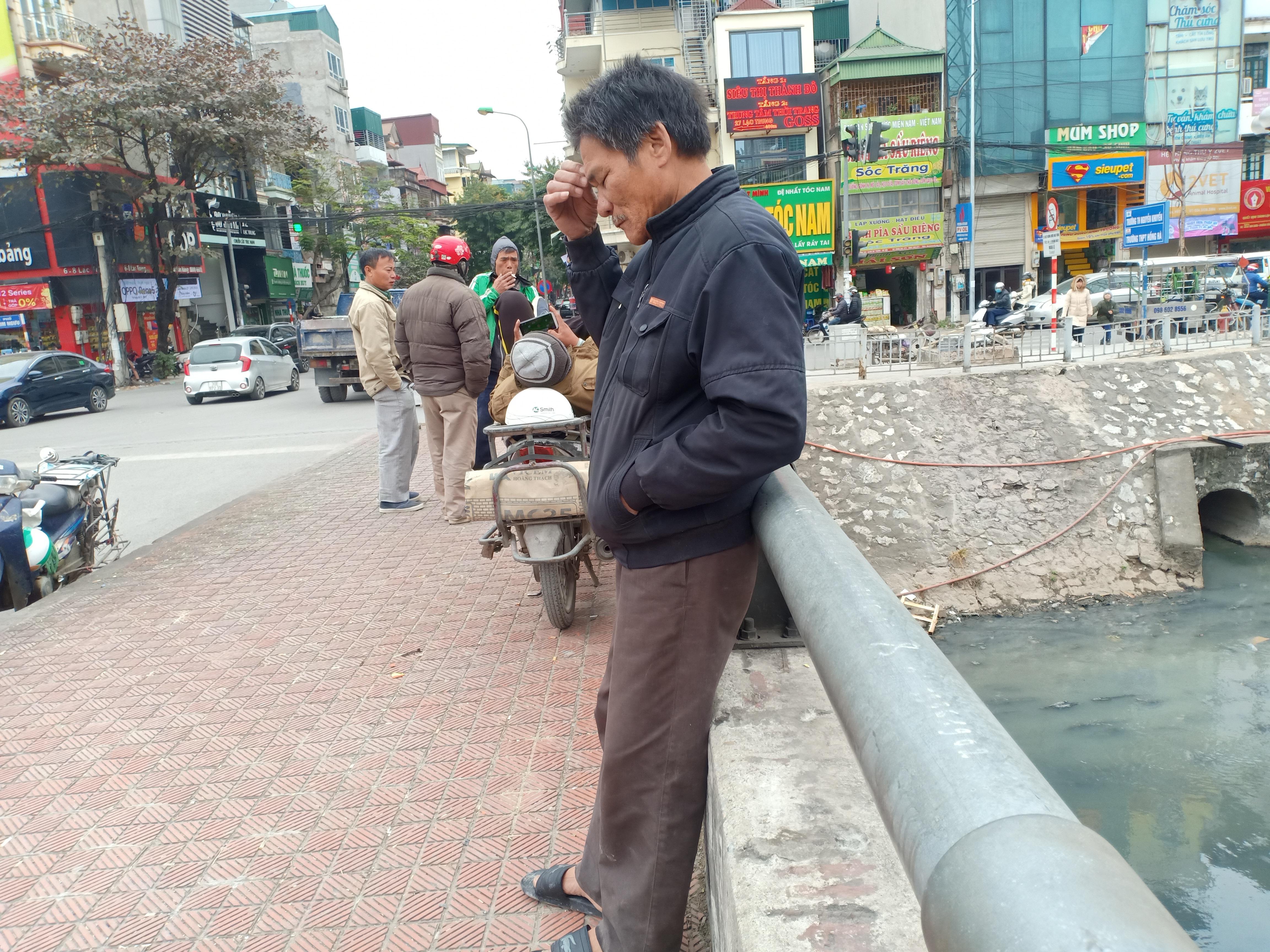 Hà Nội: Cửu vạn ngóng khách trong giá rét 8-10 độ C - 2