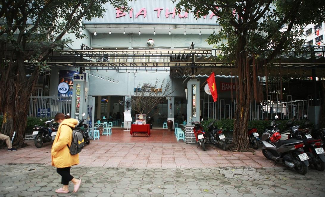 Không một bóng khách, nhà hàng, quán nhậu ở Hà Nội đồng loạt đóng cửa - 1