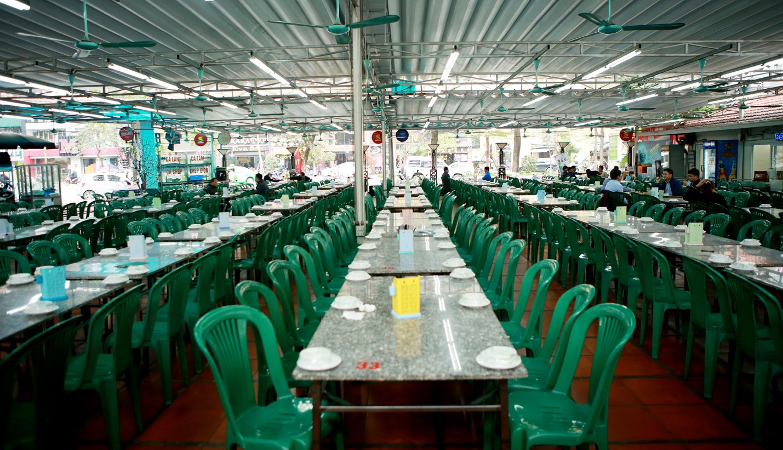 Không một bóng khách, nhà hàng, quán nhậu ở Hà Nội đồng loạt đóng cửa - 3