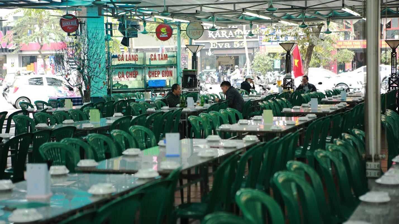 Không một bóng khách, nhà hàng, quán nhậu ở Hà Nội đồng loạt đóng cửa - 4