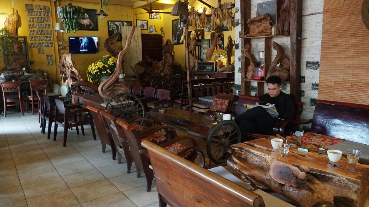 Không một bóng khách, nhà hàng, quán nhậu ở Hà Nội đồng loạt đóng cửa - 12