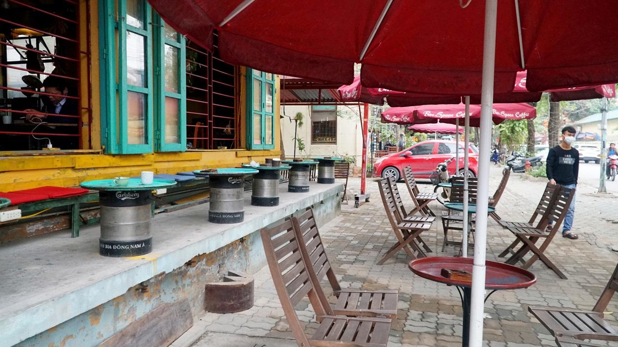 Không một bóng khách, nhà hàng, quán nhậu ở Hà Nội đồng loạt đóng cửa - 13