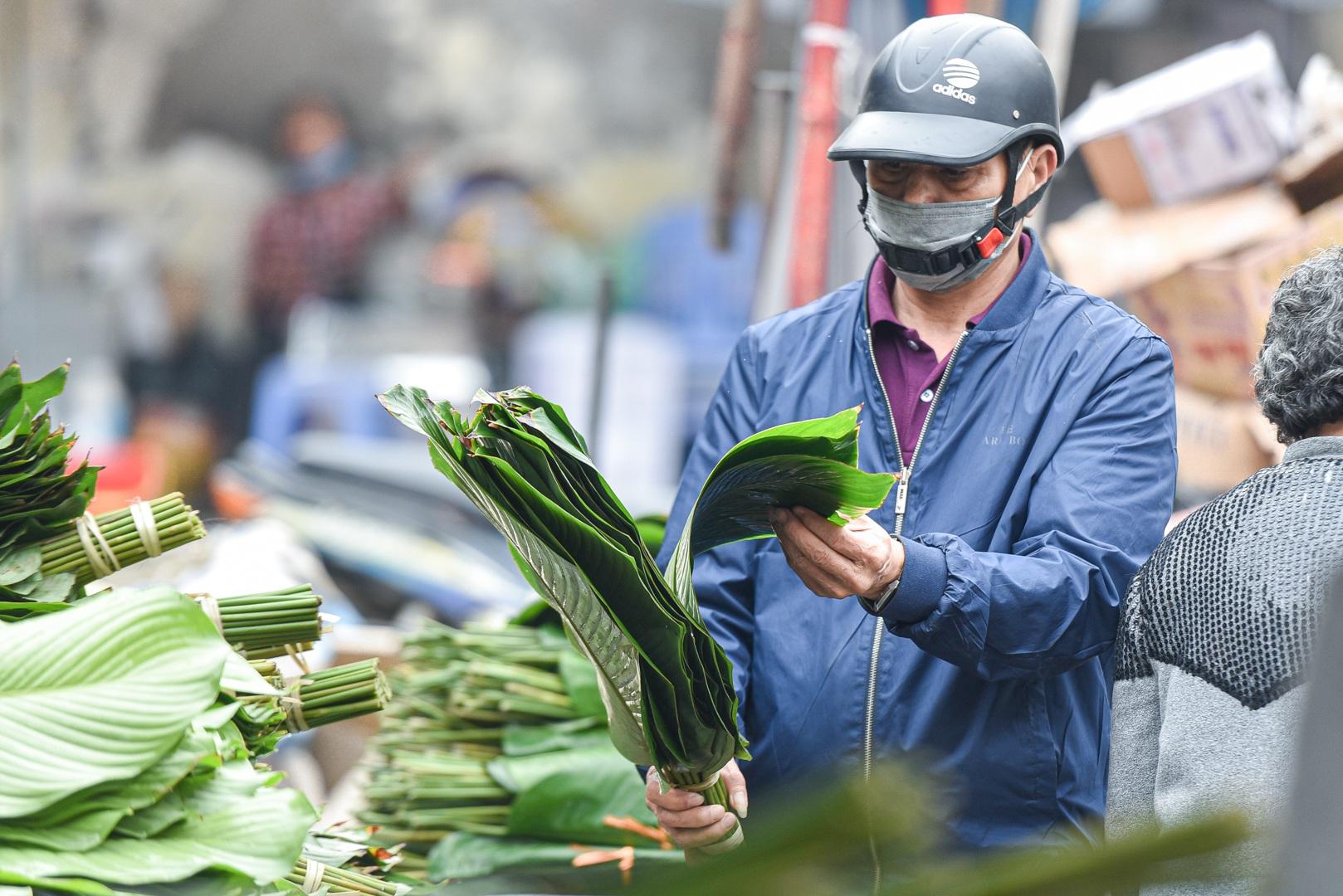 Phiên chợ họp ngày cuối năm, chỉ bán lá dong rừng, lạt tre ở Hà Nội - 5