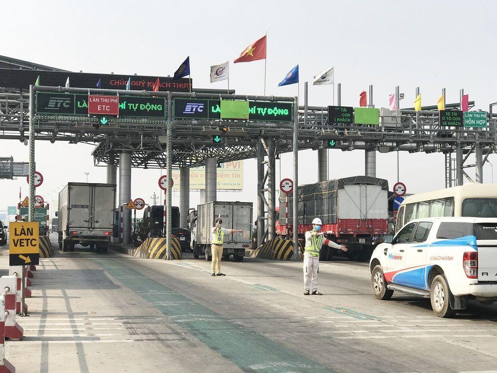 Nhận diện 5 lỗi tài xế ô tô cần tránh khi qua trạm thu phí - 1