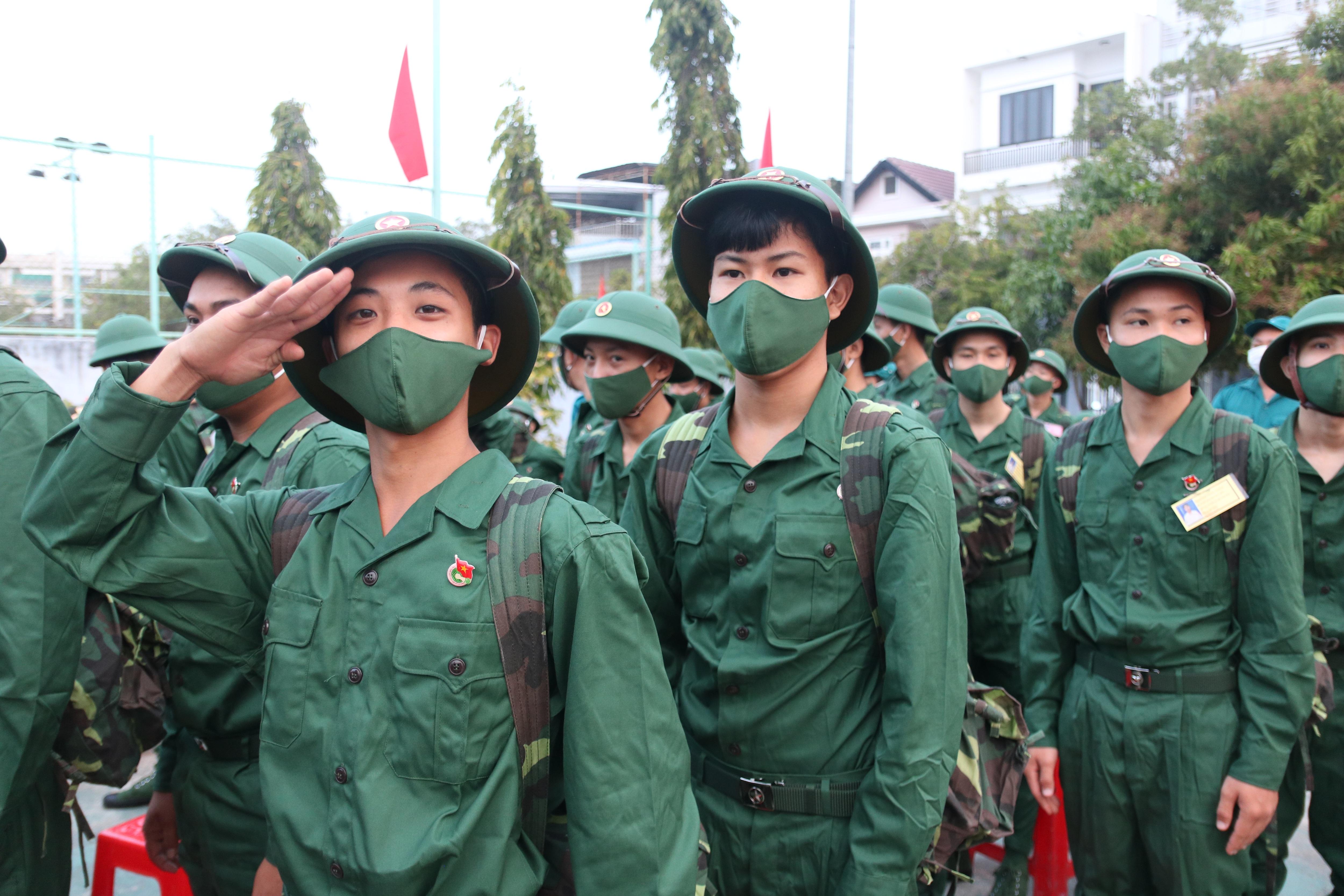 Nữ Bí thư chi đoàn tình nguyện nhập ngũ - 4