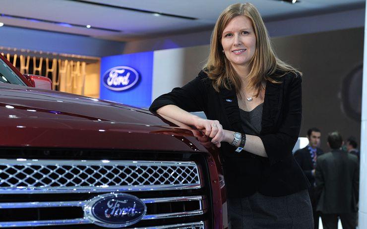 Những cực phẩm của phụ nữ trong thế giới xe hơi - 4